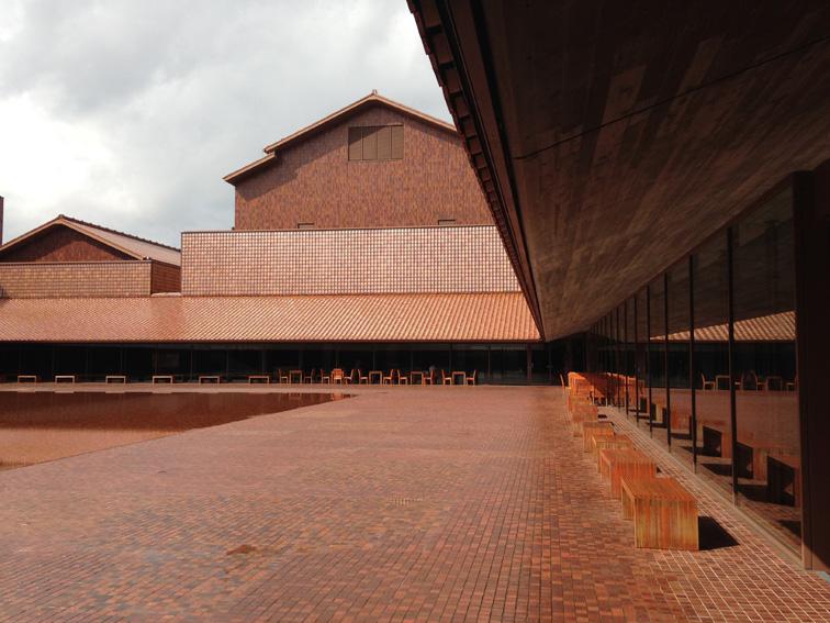 石州瓦屋根の建築